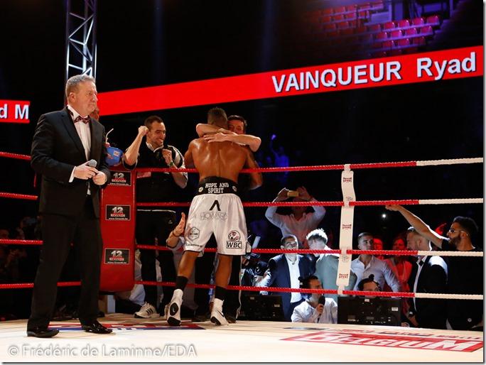 Championnat WBC International Silver poids lourds légers entre Ryad Merhy (short blanc ceinture noire) et Louis Sylvera lors du Gala de Boxe de Charleroi qui s'est déroulé à Charleroi (Spiroudôme) le 19/12/2015.